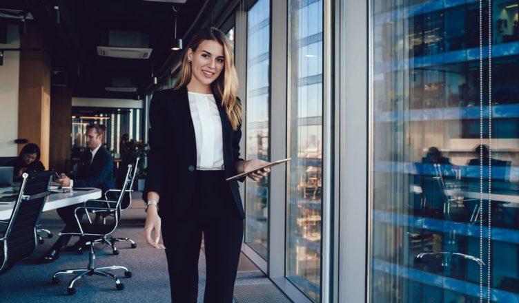 Čomu sa vyvarovať, ak nechcete v práci vyzerať príliš vyzývavo?